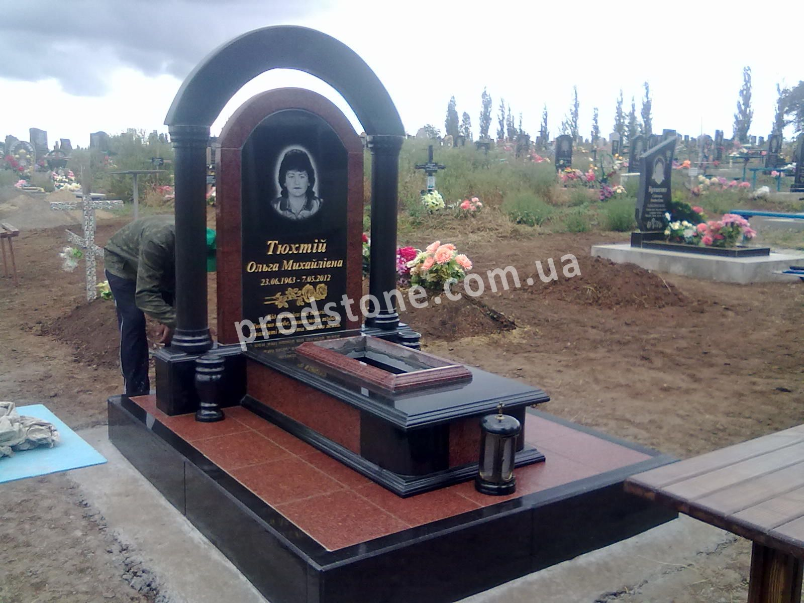 Город николаев надгробие стоимость памятник с крестом Бунинская аллея